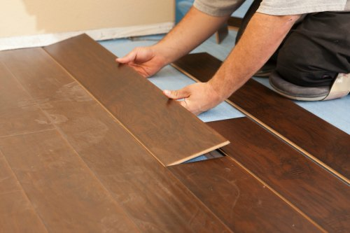 Best Flooring Between laminate vs Vinyl